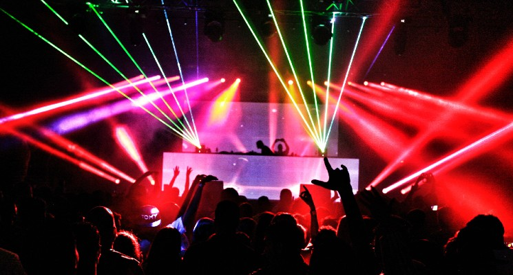 People dancing in electronic music festival electronic music genres blog header image